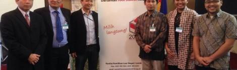 Jauh Tapi Dekat: Pengalaman Saya Membantu Pelaksanaan Pemilu Indonesia 2014 dari London