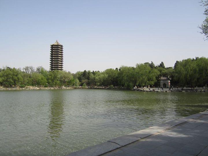 Weiming Lake (未名湖)