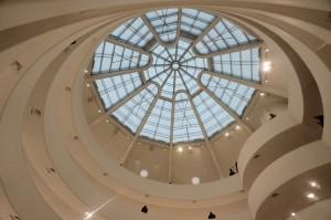 Pandangan saat mendongak ke atas dari atrium
