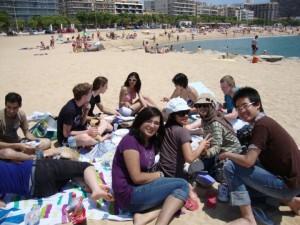 Perpisahan kelas di Pantai Palamos, Spanyol, 2011