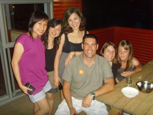 Penulis (kedua dari kiri) pada saat acara barbeque bersama para rekan kerja