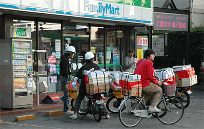 Newspaper delivery in Japan - picture credit of Japan-Photo.de
