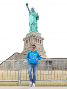 Saya ketika berkunjung ke Liberty Island, New York City saat Spring Break