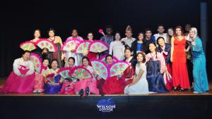 Bersama anggota Muhibbah International Student Club of Wilson College ketika menyelenggarakan Cultural Performance di Chambersburg, Pennsylvania