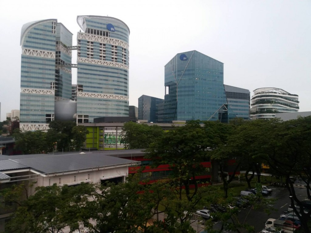 Pemandangan depan kantor.