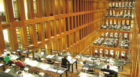Jacob-und-Wilhelm-Grimm-Zentrum Bibliothek: Ini tempat berlaptop-dan-berwifi-ria. Disinilah kecemburuan sosial terjadi (Photo Courtesy of arbitec-forster.de)