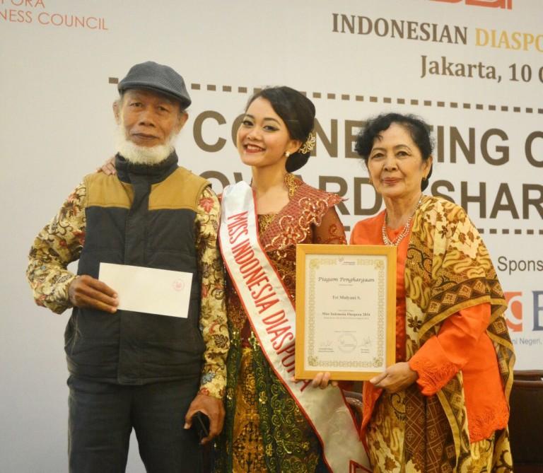 Yani bersama kedua orang tua saa terpilih menjadi Miss Indonesia Diaspora 2016 yang diselenggarakan secara serentak di 5 benua.