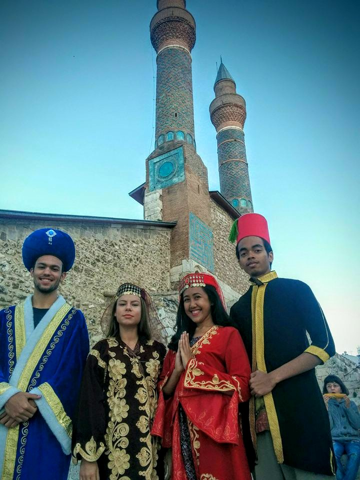 On our last day in Sivas, we decided to take pictures wearing the national costume in front of the landmark of Sivas, the Gökmedrese