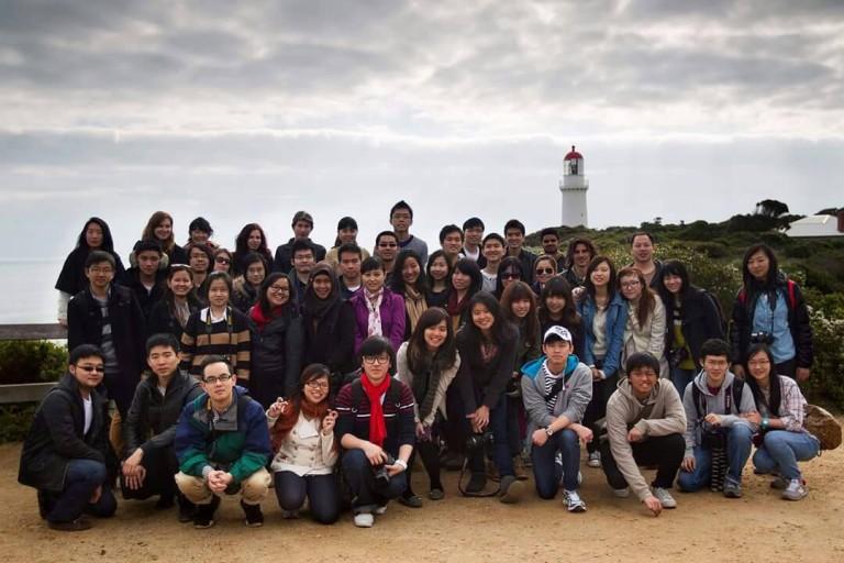 Bersama teman-teman sekelas ketika berkuliah di Melbourne, Australia