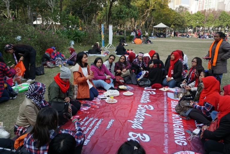 Penulis memberikan pelatihan public speaking untuk beberapa anggota organisasi buruh migran Hong Kong di Lapangan Victoria