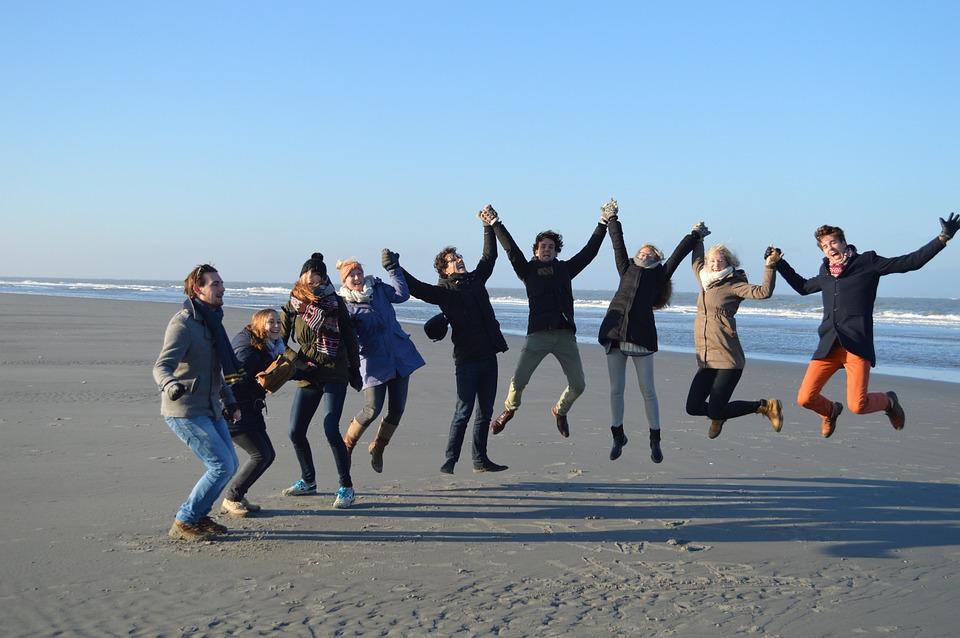 Sumber: http://maxpixel.freegreatpicture.com/Jump-Friendship-Friends-Group-Beach-Merry-Joy-628431