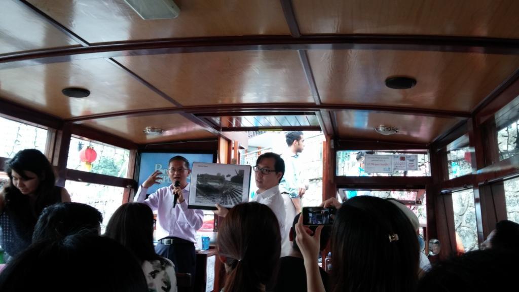 Belajar tentang Urban Policy di atas perahu menyusuri Clarke Quay
