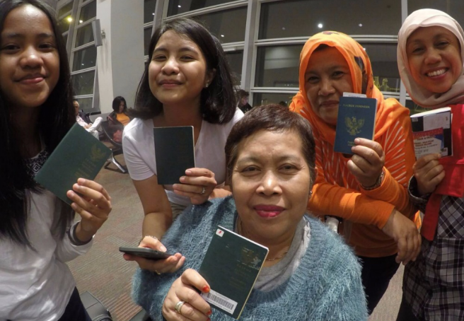 Author took group photo with family member in Kuala Lumpur International Airport before departing to Auckland (via Gold Coast, Australia)