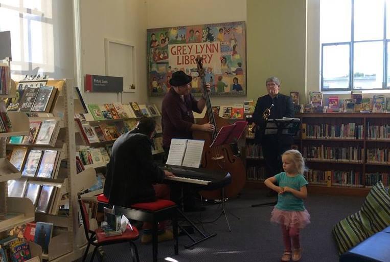 Pertunjukan Musik di Perpustakaan (www.facebook.com/GreyLynnLibrary)