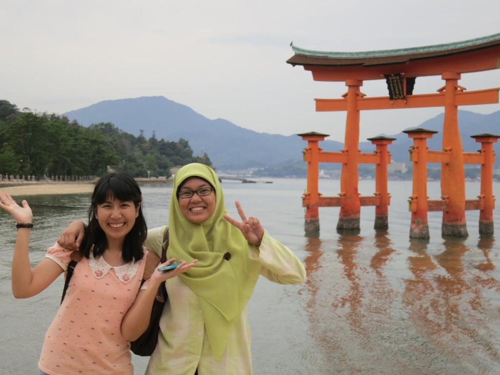 Bersama teman seprogram di Miyajima
