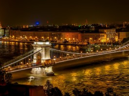 Szechenyi Chain Bridge. (Foto dari Pixabay)