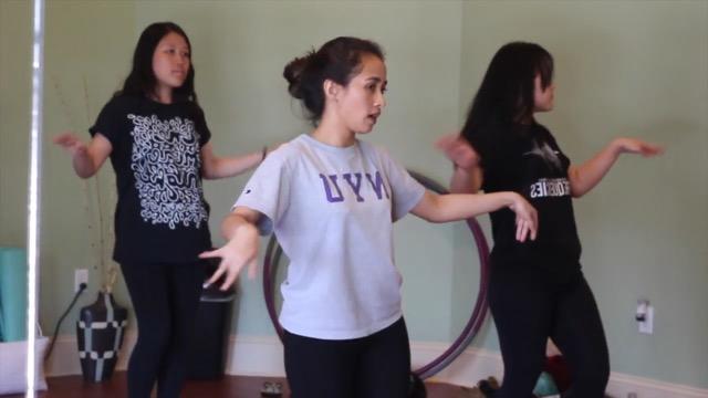 Teaching Lenggang Nyai Dance for Gapura 2017
