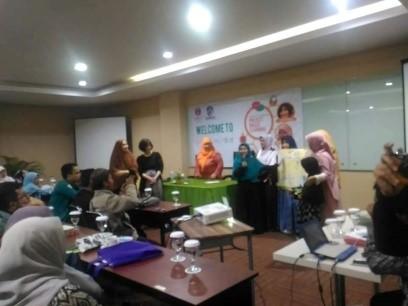 Ketika sedang mengadakan workshop PBL untuk para guru di kota Bandung