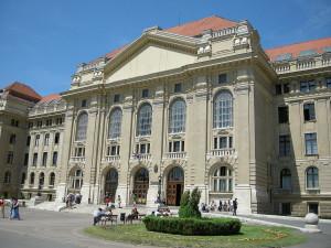 University of Debrecen, salah satu universitas unggulan di Hungaria. Foto dari Wikipedia.