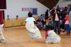 Balap karung, salah satuh lomba 'tujuh belasan' yang dilaksanakan
