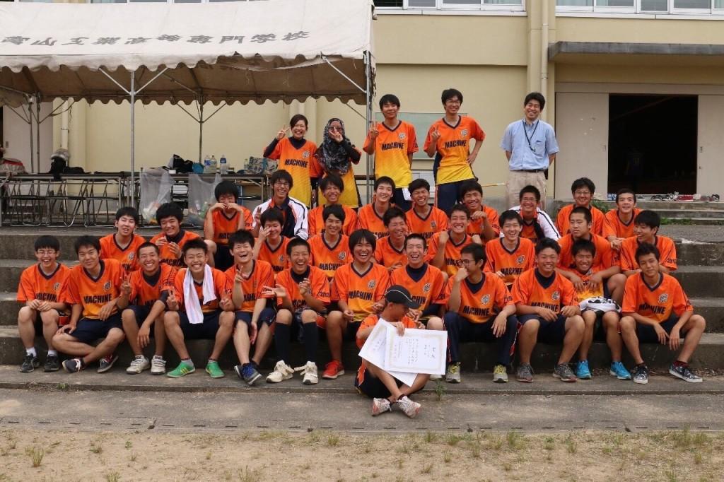 Foto angkatan D3 di Toyama Kosen saat kompetisi olahraga antar jurusan