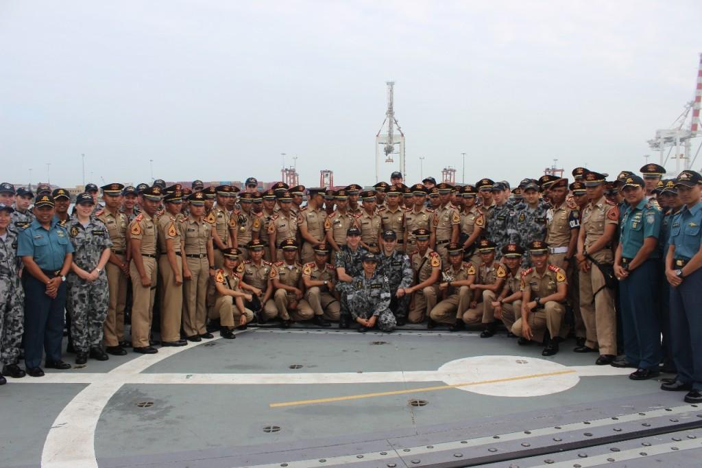 Taruna Akademi Angkatan Laut yang mengikuti Kartika Jala Kridha 2013 ke Australia (©AAL60)