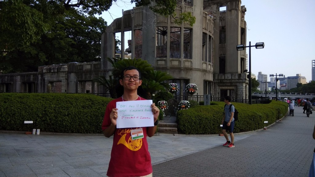 Me, posted a message for the lantern ceremony in front of the Atomic Bomb Dome