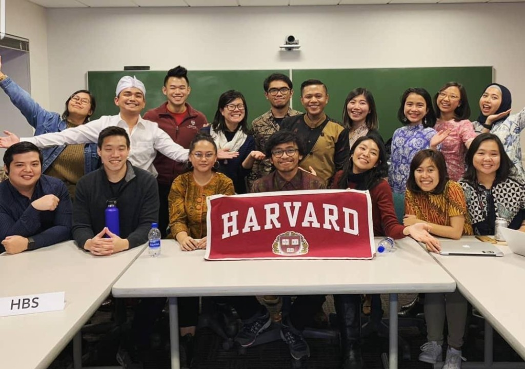 Dimas with the Indonesian community at Harvard. Photo provided by author.