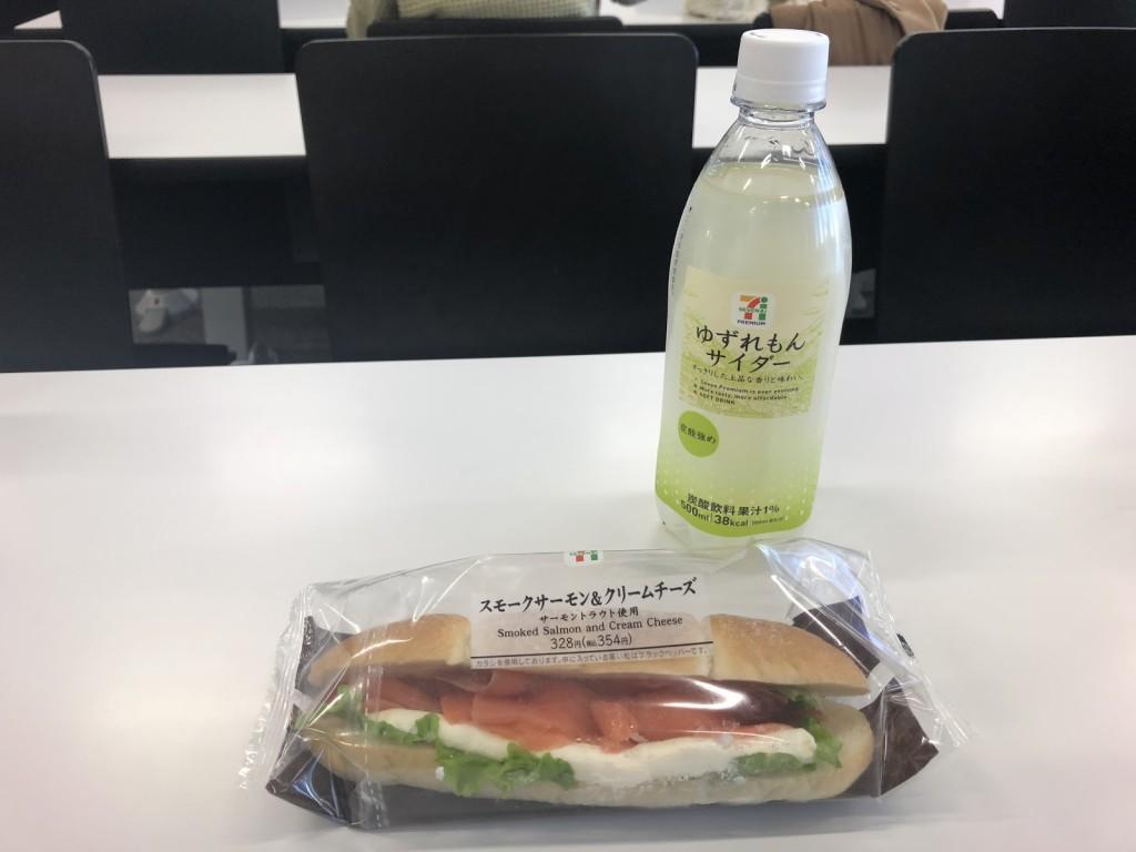 Makan siang: total 450 yen atau sekitar 60.000 rupiah.