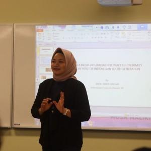 Sasha saat pelaksanaan program diskusi bulanan PPIA di Darwin