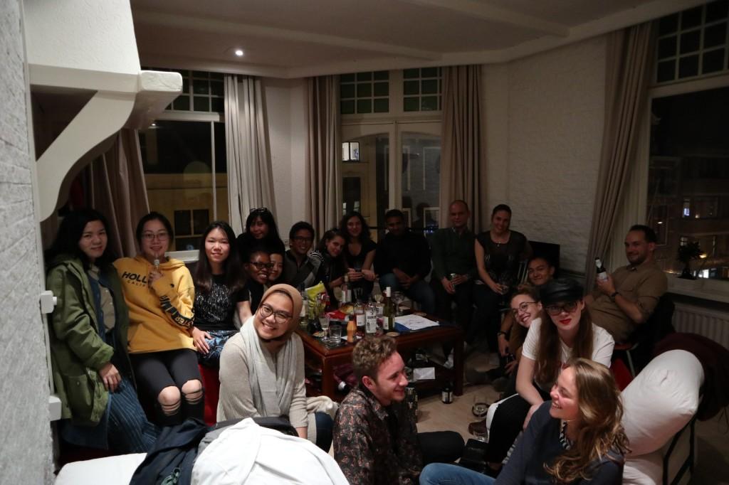 Makan malam rutin bersama teman-teman kuliah. Foto dari penulis.