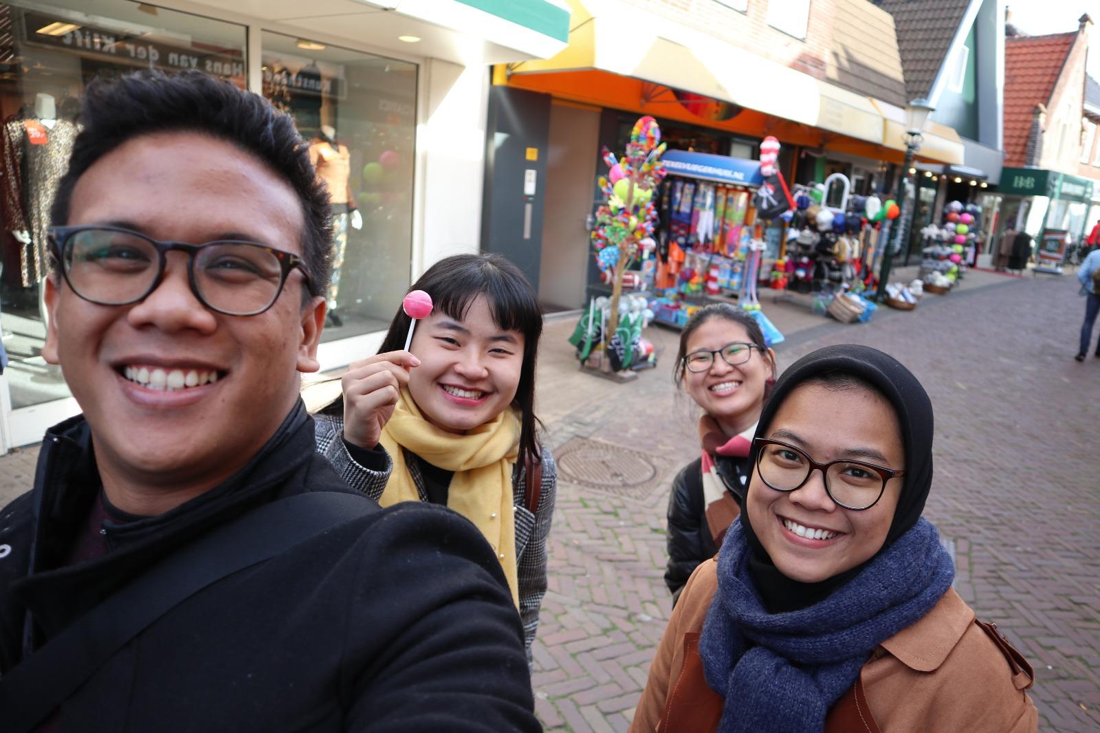 Sebagian sahabat di kampus. Foto oleh penulis.