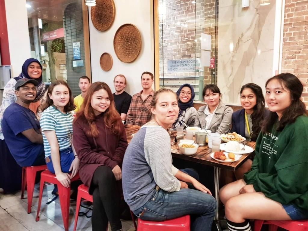 Belajar Bahasa Indonesia sekaligus mencicipi lezatnya kuliner Nusantara di Shalom Indonesian Restaurant, Sydney.