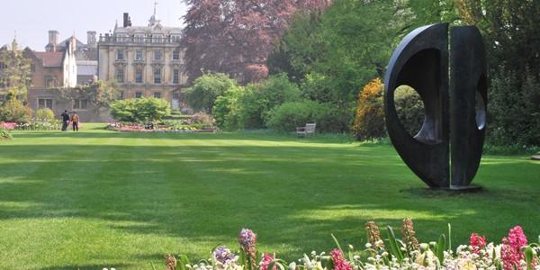 Salah satu alasan Tegar ingin belajar di Oxbridge adalah taman-taman yang indah