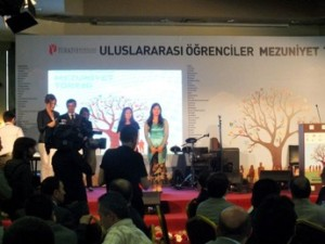 Wisuda kelulusan siswa internasional dan apresiasi kepada lulusan terbaik berdasarkan IPK yang diberikan oleh Kementerian Pendidikan Turki. Foto oleh Citra.