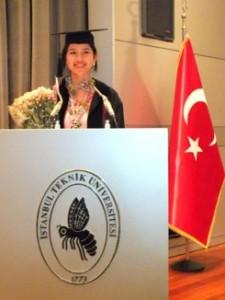 Menyampaikan pidato singkat mewakili para lulusan saat wisuda di Istanbul Technical University, Turki. Foto oleh Citra.