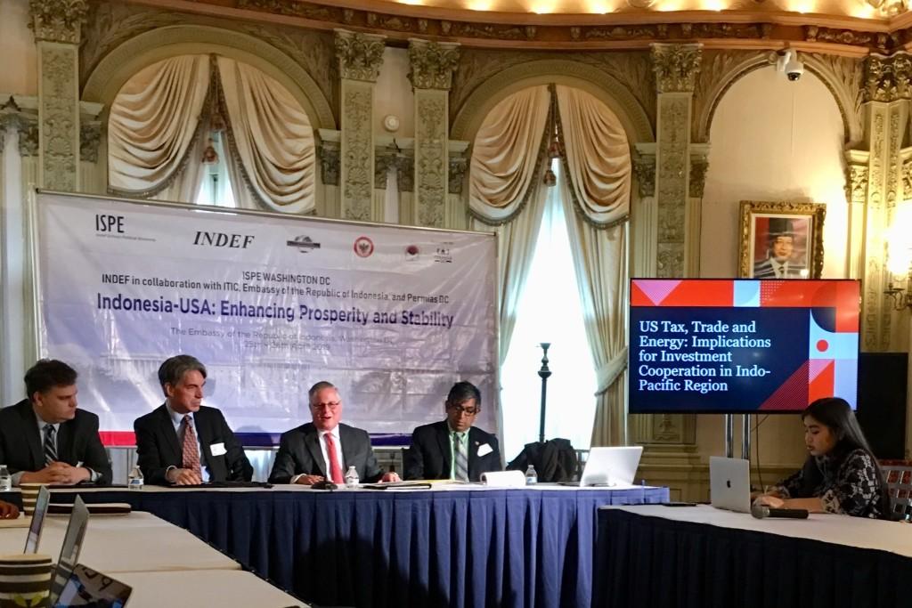 Mengikuti seminar di kantor Keduataan Besar Indonesia di Washington DC
