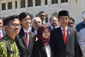 Bersama Bapak Presiden Joko Widodo saat mendukung KBRI menerima tamu-tamu kehormatan dari Indonesia