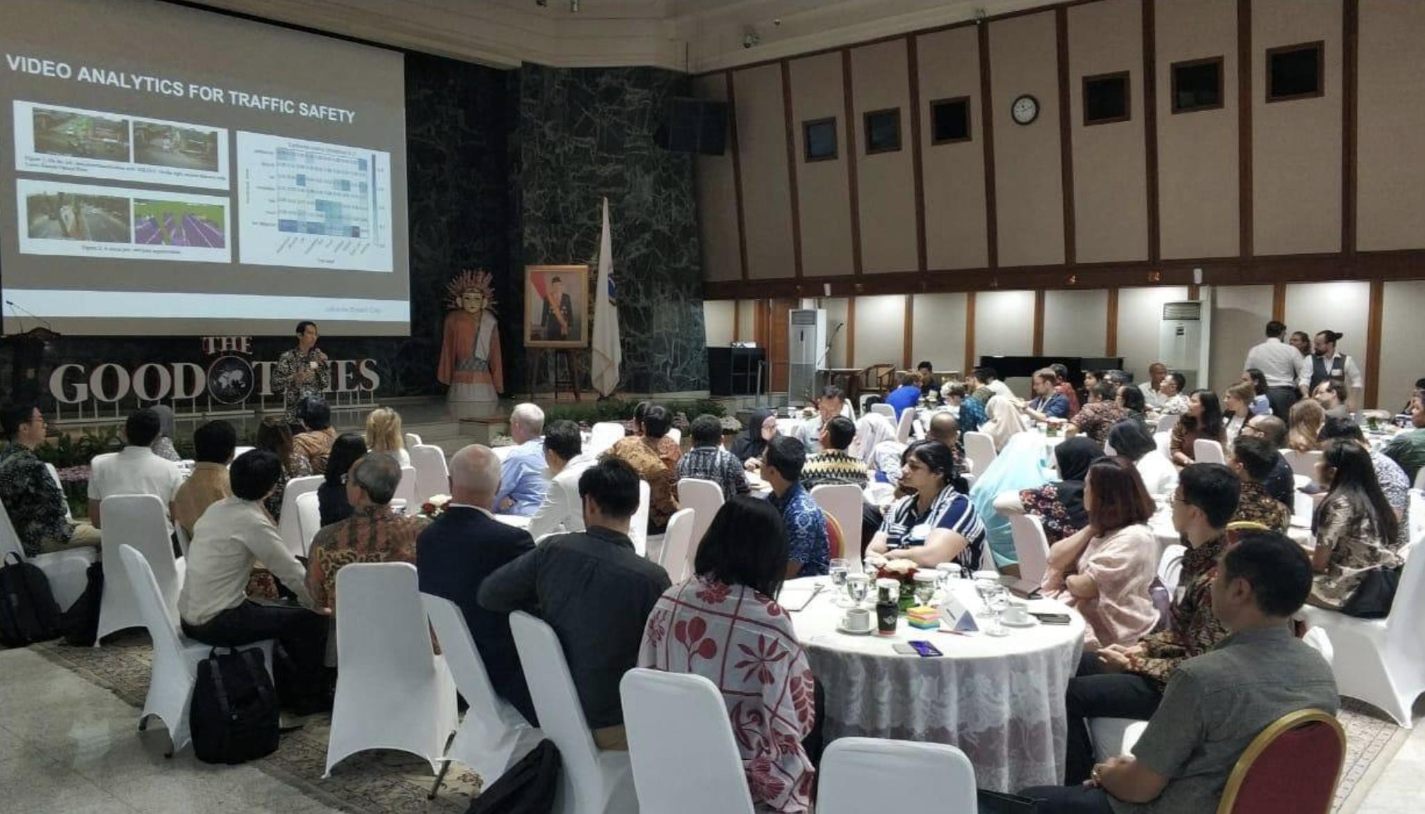 Saya berharap banyak terhadap ide-ide inovatif dan kolaboratif di kota Jakarta. Ini adalah salah satu acara kerjasama antara kota Jakarta dan Berlin dalam mempertemukan pemerintah, inovator start-up dan perwakilan masyarakat untuk sama-sama memikirkan solusi integratif