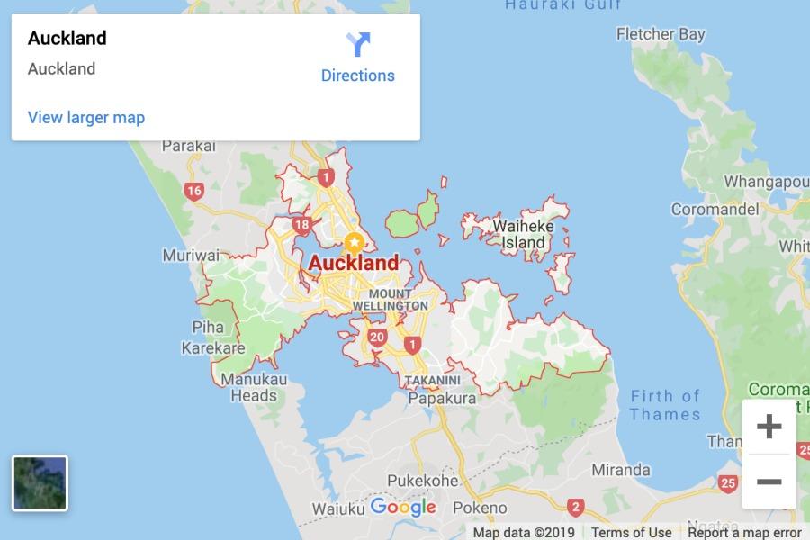Wilayah Auckland City, yang ada dalam border merah. Yang sampai garis putus-putus abu-abu itu perbatasan Auckland Region.