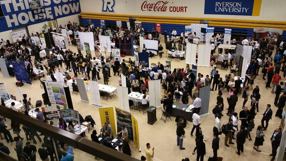 Hadirilah setiap career fair di daerah Kampus atau kota Anda agar wawasan Anda mengenai kulifikasi di perusahaan yang Anda incar bisa Anda lengkapi. (sumber : glassdoor.com)