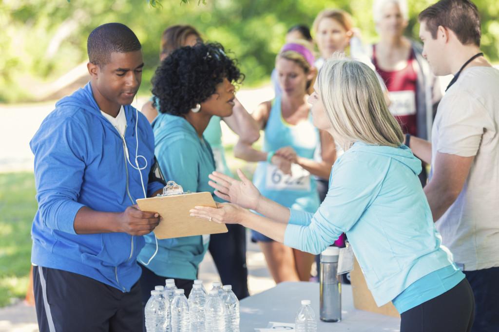 Memulai pengalaman kerja dan membangun relasi dari mengikuti volunteer merupakan tahap awal dari perjalanan Anda. (sumber: wastatepta.org)