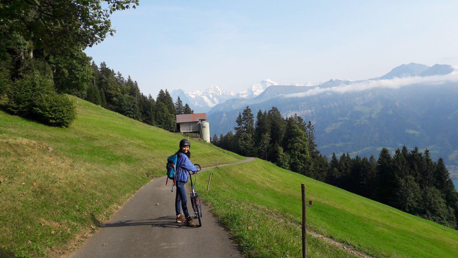 Ketika tinggal di Jenewa, mampir ke salah satu daerah pegunungan di Swiss.