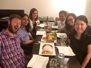 Makan malam khas Indonesia bersama teman-teman kampus setelah berhasil menyelesaikan proyek kolektif yang berlangsung selama 1 tahun