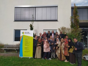 Indonesian Novelita Mondamina with lecturers and fellow participants of the 2019 bioenergy production retooling program at the University of Applied Science, Van Hall Larenstein, Leeuwarden, the Netherlands
