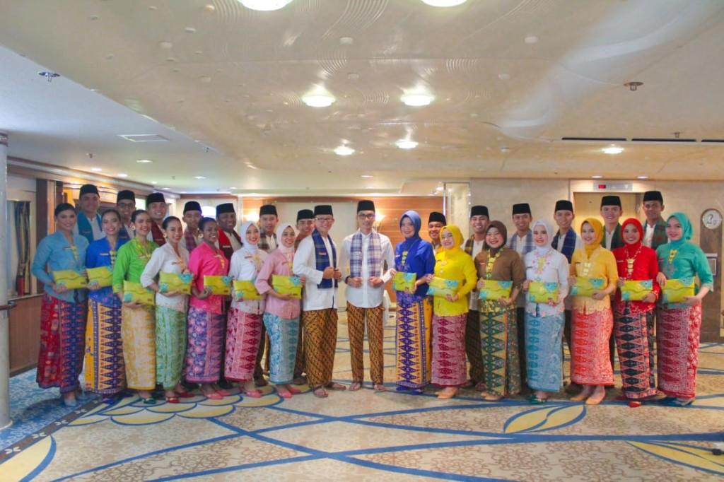 Kontingen Indonesia saat berada di Malaysia mengenakan Busana Adat Betawi.