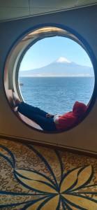 Menikmati keindahan Gunung Fuji dari Kapal Pesiar Nippon Maru.