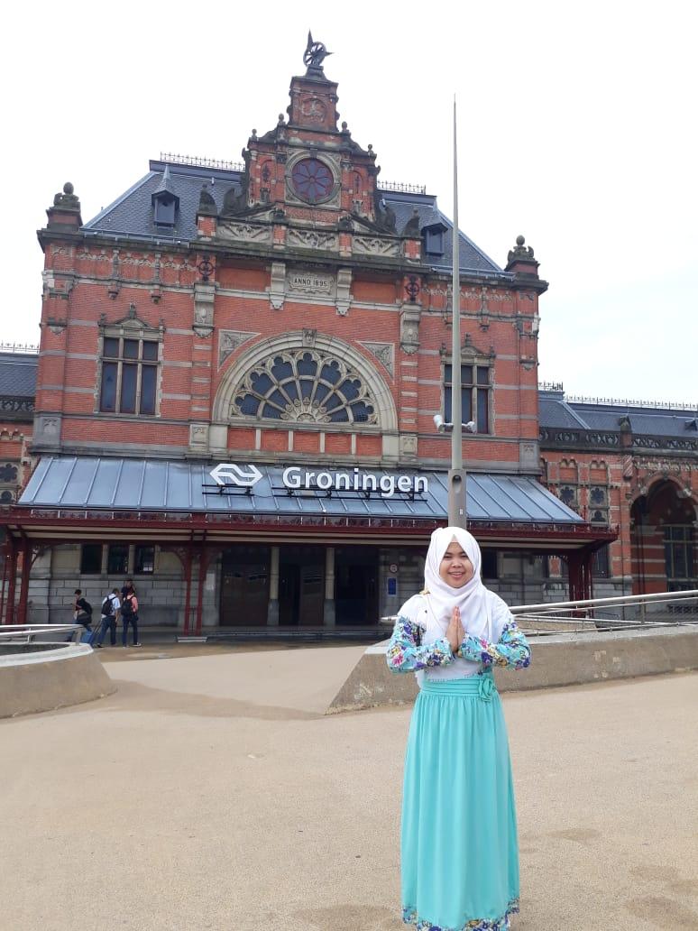 Puji in front of Groningen Hoofdstation