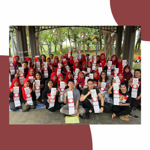 Indonesian students with KJRI Hong Kong socializing the mechanism of overseas Presidential Election of Indonesia 2019 to the Foreign Domestic Workers (Doc. PPI-HK).