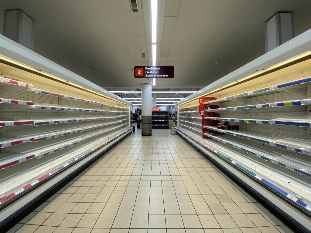 http://indonesiamengglobal.com/wp-content/uploads/2020/04/Nearly-emptly-shelves-in-a-supermarket.jpg